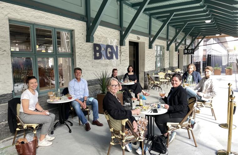 Styringsgruppen møttes på spisestedet til BRGN som er tidligere vinner avEtablererprisen fra Bergen kommune